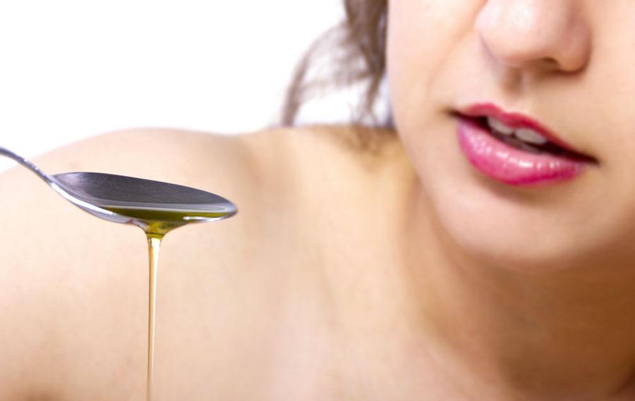 Oil pulling: ¿Es bueno enjuagarse la boca con aceite?