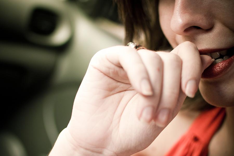Comerse las uñas: ¿Cómo afecta a nuestra boca?